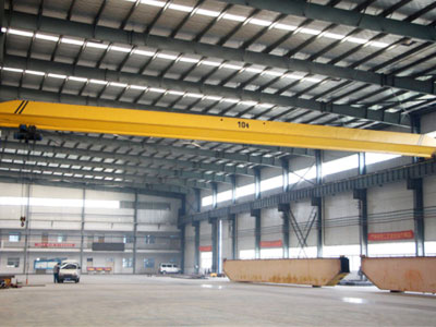 Single Beam Overhead Crane in Workshop